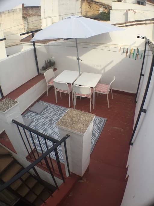 Small roof terrace for dining