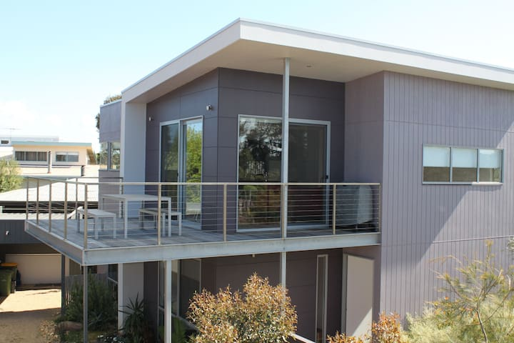 BEAUTIFUL AWARD WINNING TOWNHOUSE - Smiths Beach - Lejlighed