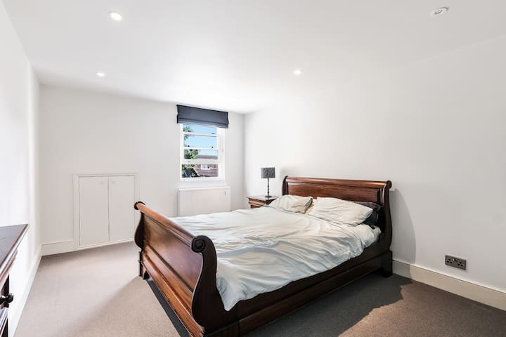 Massive fully furnished house in London