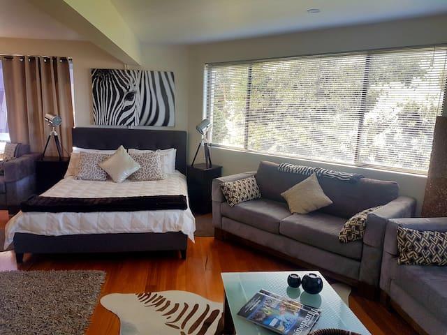 Second bedroom (3+ guest bookings)