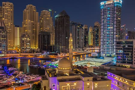 Luxury Marina apartment, water view & pool - Dubai