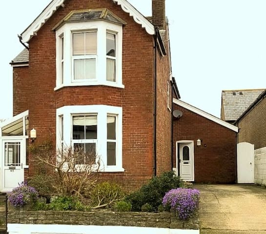Detached Victorian house in the heart of Wareham