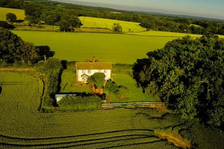 Sweet country cottage, Ide Hill, Hever, Edenbridge