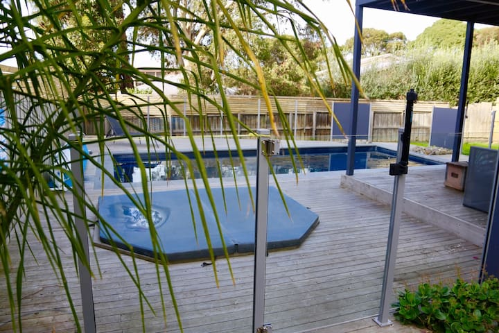 Two single beds pool spa