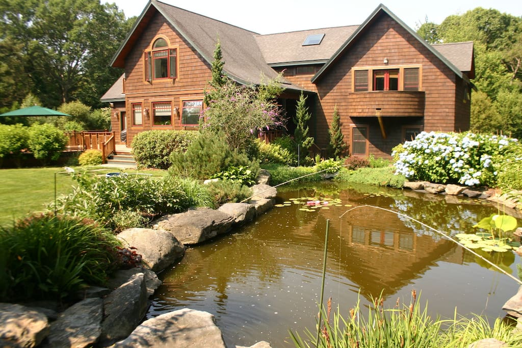 Shingle style home pool and pond houses for rent in for Rhode island bath house