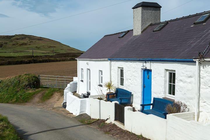 Charming Traditional Welsh Crog Loft Cottage
