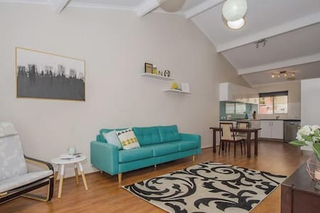 Private villa, centrally located - Bayswater