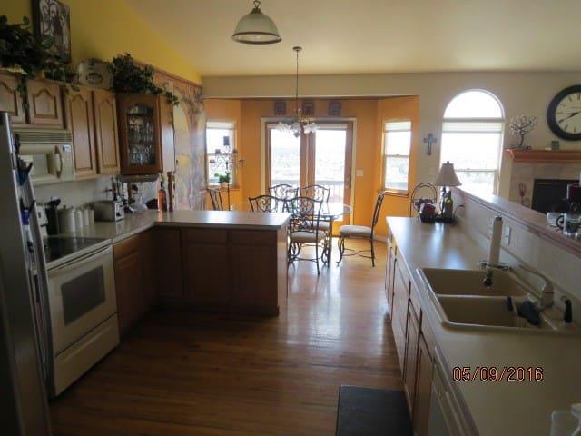 Beautiful home-VIEWS!!!! - Colorado Springs - Dom