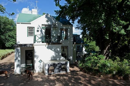 Lovely garden flat on wine estate - Stellenbosch