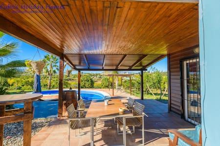 Acogedora casa de madera con piscina privada - Alhaurín el Grande