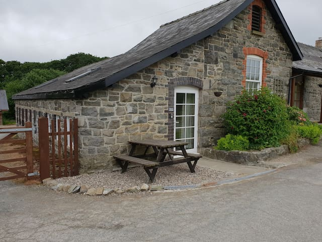 Rowan Cottage Quaint close to Red  Kites & Dams