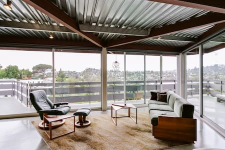 Bright Studio with Panoramic Views in Silver Lake