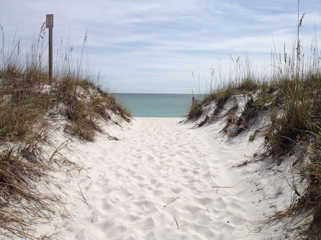 Quiet With views and a Gulf breeze - Pensacola Beach - Apto. en complejo residencial