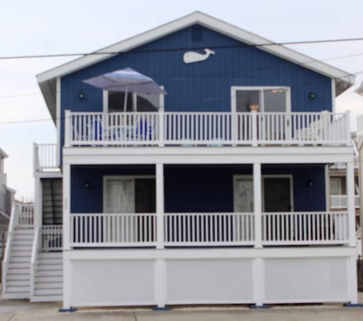 Family beach house, walk to beach, bay, shops, fun