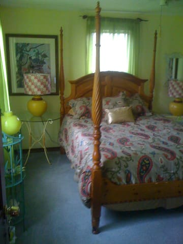 Provincetown Yellow Queen Room