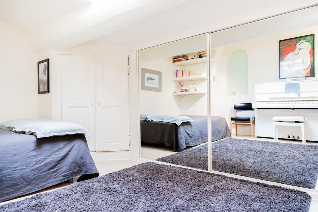 Bedroom down town mazarin area appartements louer - Chambre d hote aix en provence centre ville ...