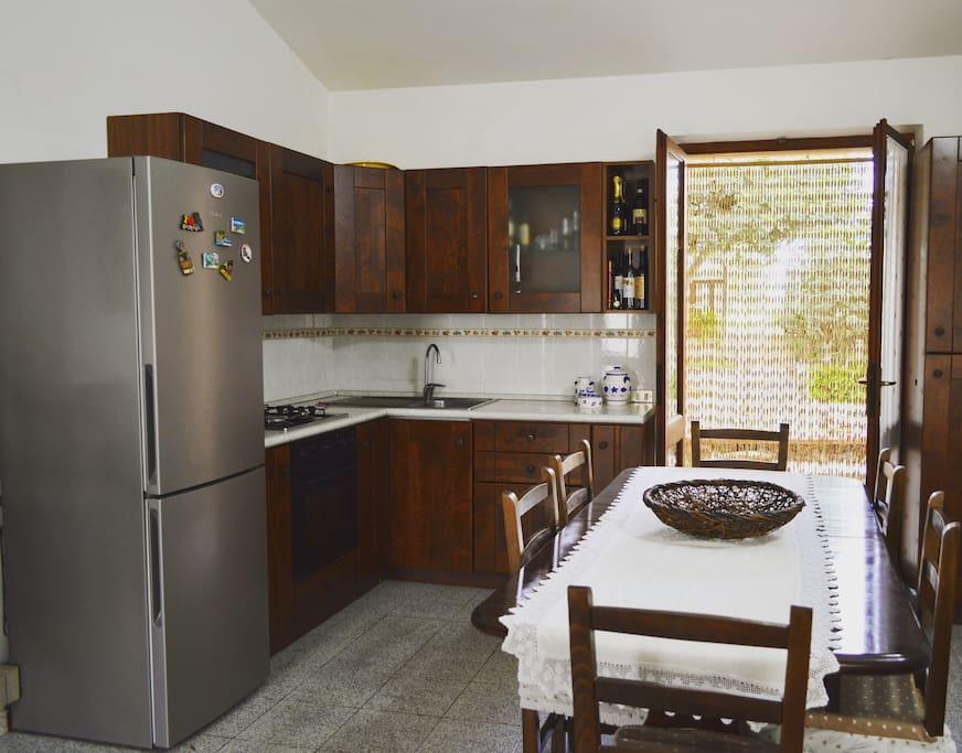 cucina essenziale perfettamente equipaggiata con tutto il necessario per la vostra vacanza