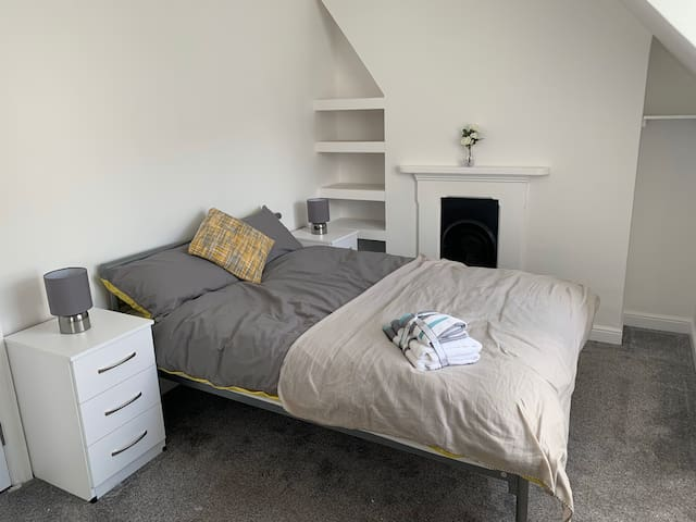 ROOMS AVAILABLE FROM 299pcm FIRST MONTH HALF PRICE