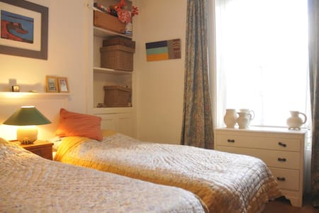 Littlehampton Room Close To The Sea - Bed & Breakfast