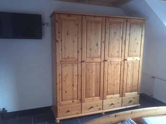"Privatzimmer ""2"" in ruhiger Lage bei D'dorf"