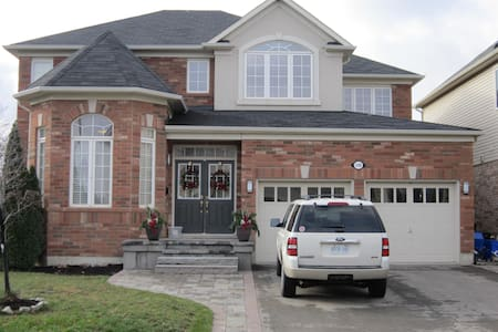 Spacious, bedroom with full en-suite in Milton! - Milton