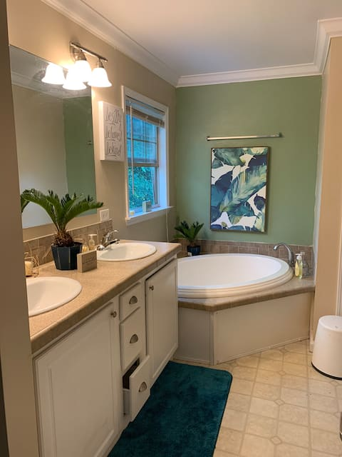 Southern Comfort Garden Tub