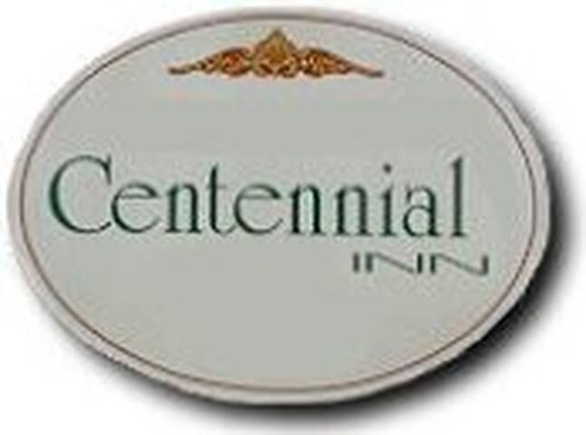 Centennial Inn - MaryLou's Room (1)