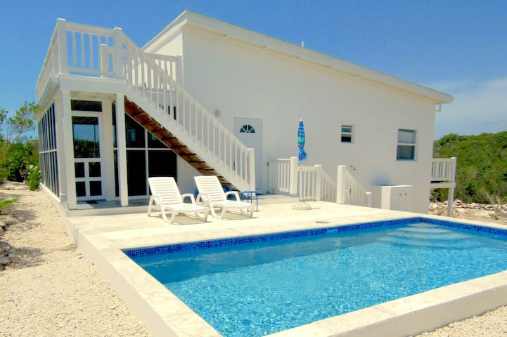 Private 2 bedroom 1 bath villa with pool!