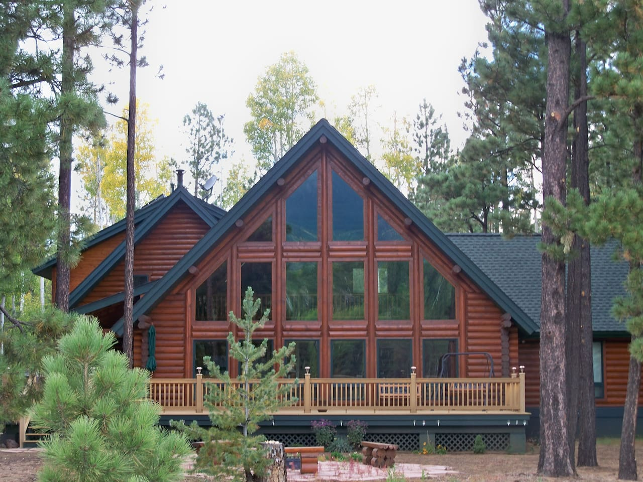 Gorgeous log home in the cool pines and aspens of Northern Arizona.