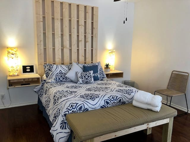 Comfortable Private Room - Independent!