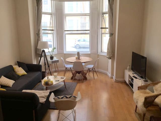 Beautiful 2 Beds Flat in Earls Court (max 5 pers)