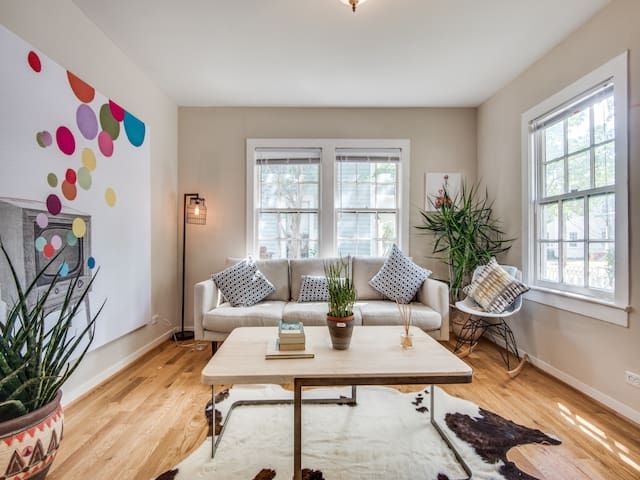 Driem House   Chic Uptown bungalow with yard