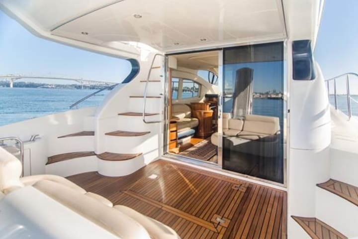Executive Luxury, on the Water!