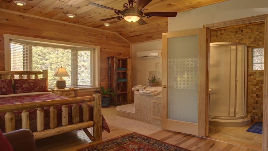 Luxury Log Cabin w/Sauna in Arts & Craft Community