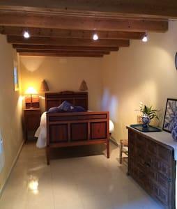 Casa Rural Jijona, habitación Sol - Xixona - Хостел