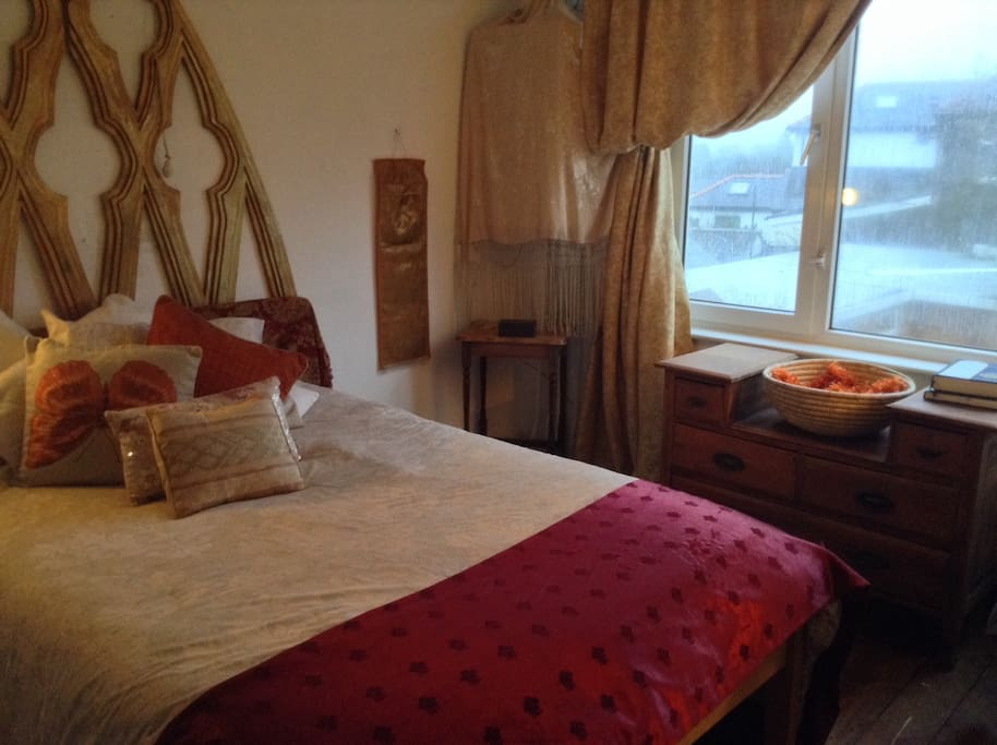 Bedroom1 with double  bed.  £45.00 per night