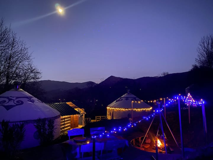 Yourte Besik and Jupiter with private hot tub