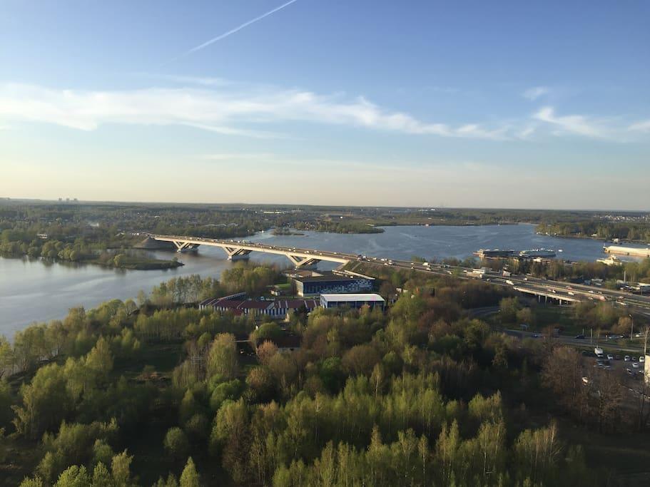 Дом находиться на берегу Клязьминское водохранилища.