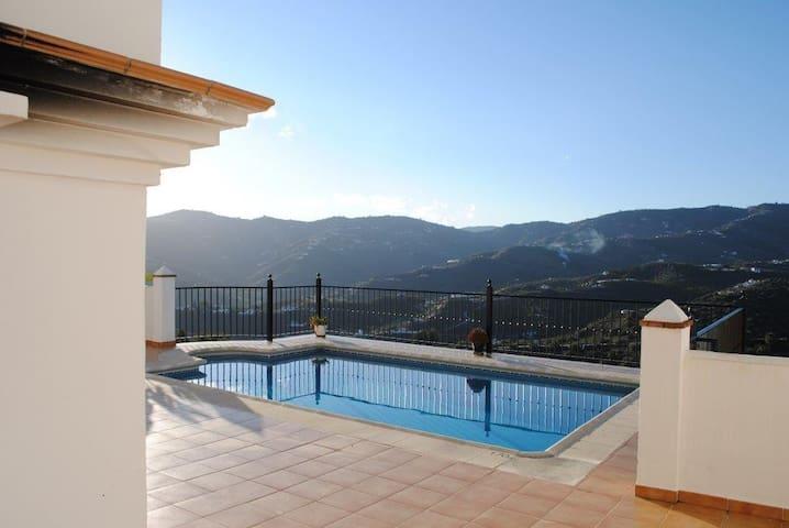 BEAUTIFUL VILLA WITH PRIVATE POOL - Frigiliana - Villa