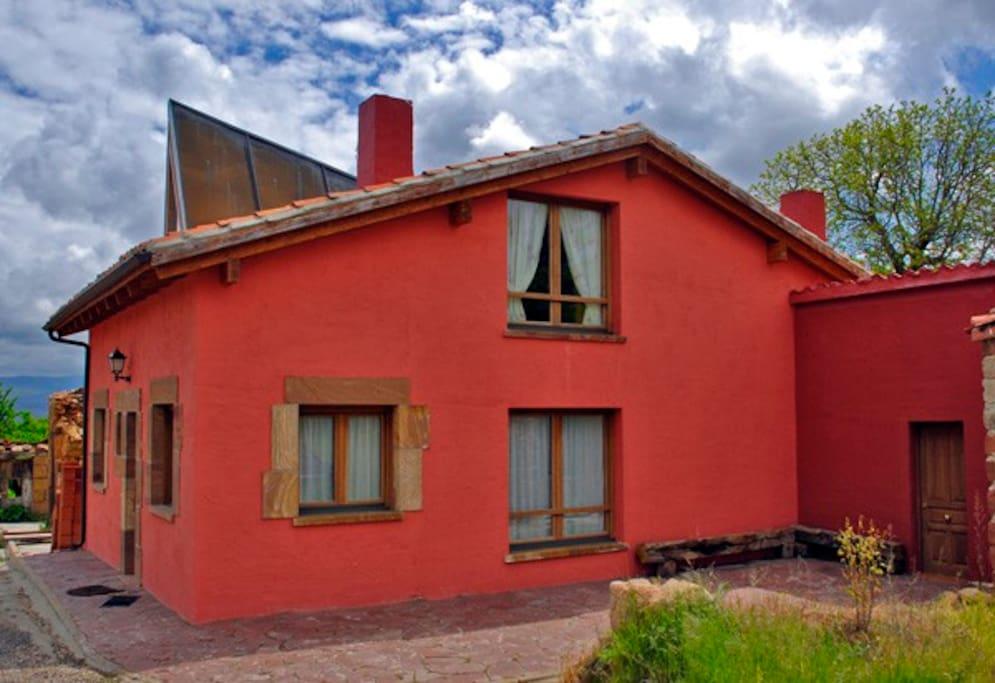 La Morera es una casa preciosa y acogedora con mucha luz y bonitos paisajes alrededor