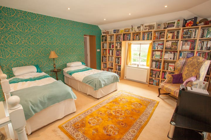 Twin Room in heart of Quantocks - Crowcombe