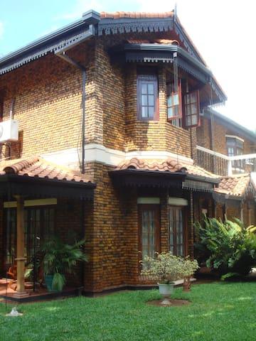 The Delma Bungalow (Lavender Room) - Colombo - Aamiaismajoitus