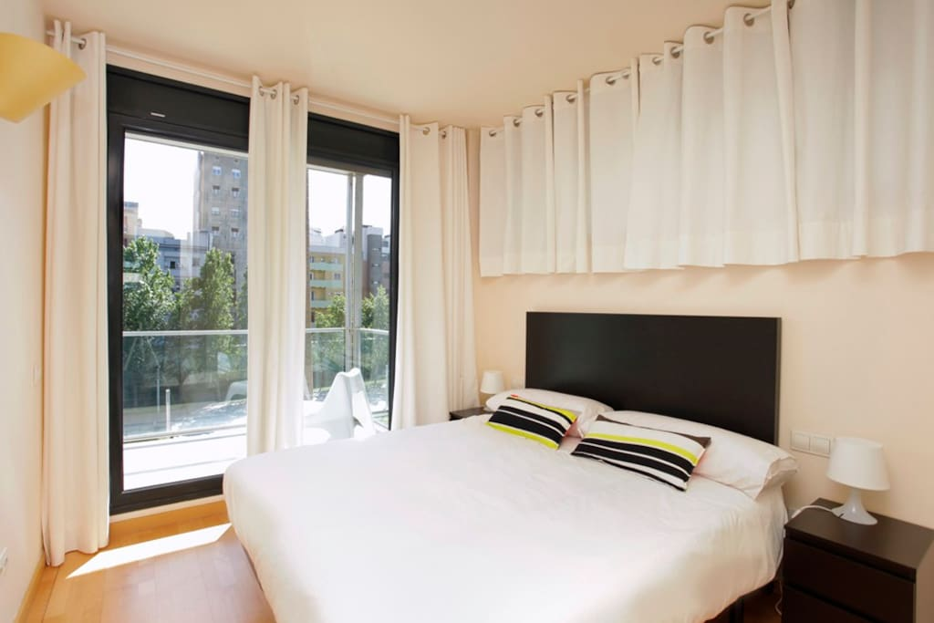 The nice main bedroom with a double bed.