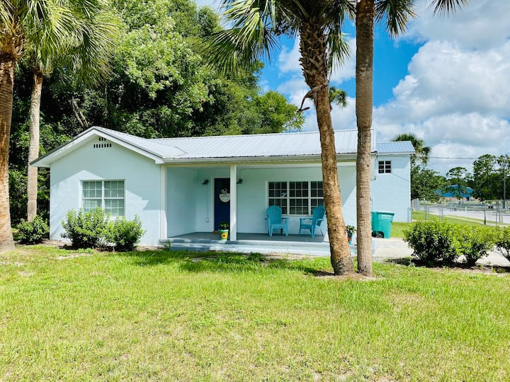Sweet Home Close to River, Springs, & Restaurants
