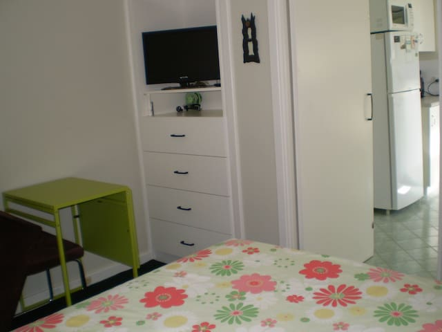 Fully Furnished Room / Studio - Ardross - บ้าน