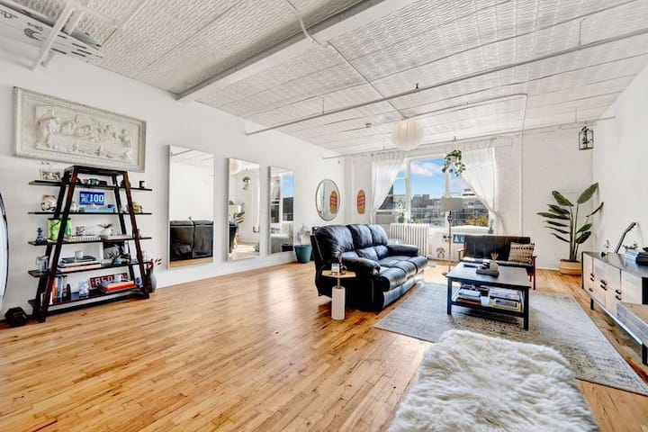 Best Location in Williamsburg Huge Sunny Loft
