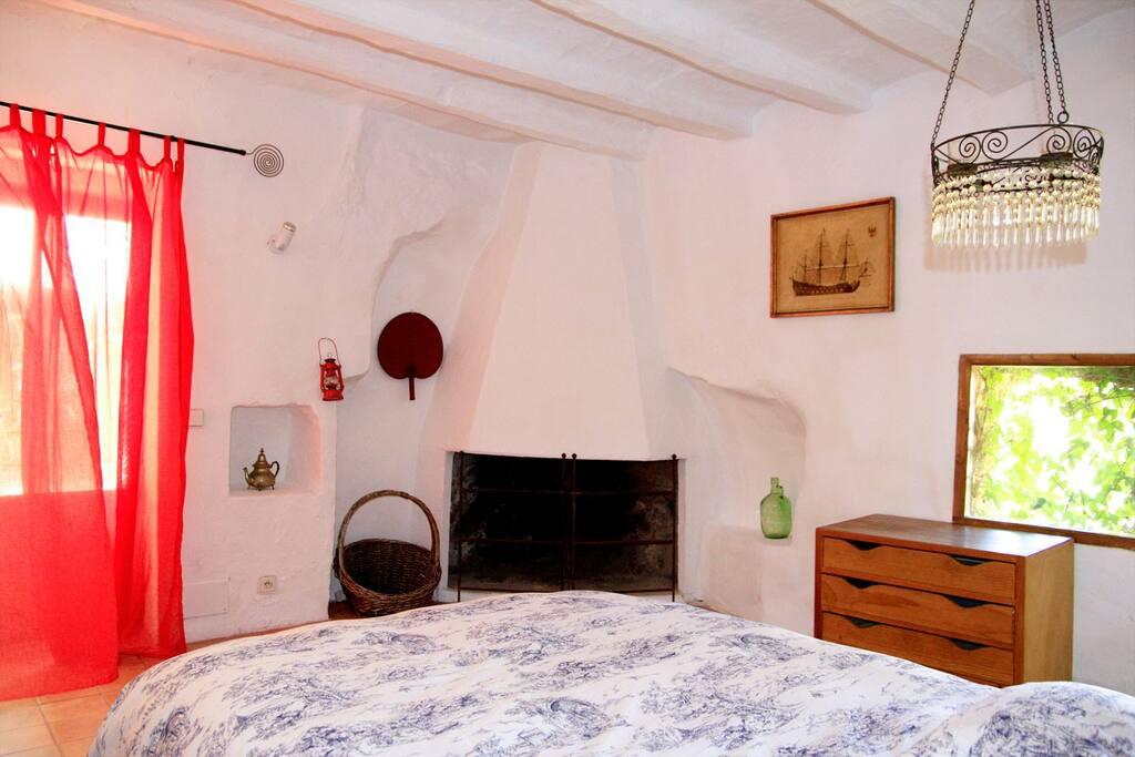 Amazing Extra Room Bath & Fireplace