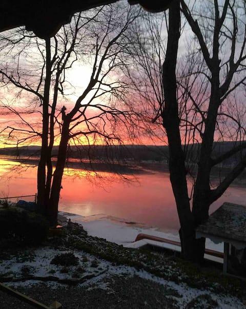 Charming lakeside retreat