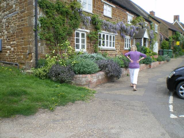 Ensuites in trad English village - Moreton Pinkney - Talo