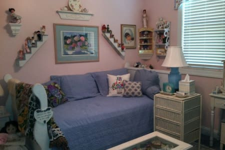 Cozy & cute single bedroom plus fold up bed - Beaufort - House